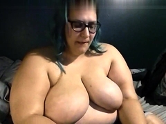 Busty BBW take off