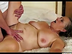 Hairy granny gets her pussy..