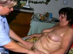 Chubby nurse oiling beamy..