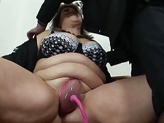 BBW mature gets her pussy..