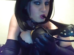 SQUIRTING MILF USES FETISH..