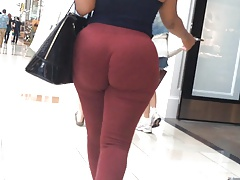 Jiggly Phat Ass Donk in..