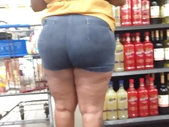 Thick Redbone MILF in Booty..